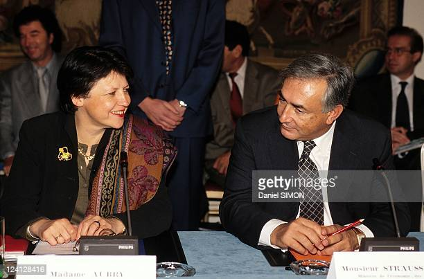 Lionel Jospin and Abderrahmane Youssoufi at press conference In Paris France On October 02 1998 Martine Aubry and Dominique StraussKahn