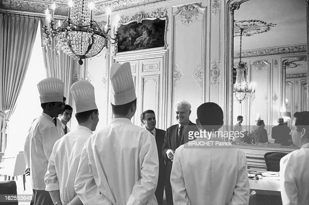 Lionel Jospin Celebrates His First Year At Matignon Paris Match Followed Him For One Month Lionel JOSPIN conversant avec le personnel de cuisine de...