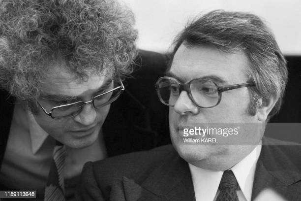 Lionel Jospin et Pierre Mauroy lors de la Convention du PS à Paris en mai 1975, France.