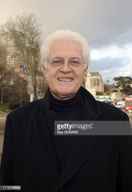 Lionel Jospin signed his book at Le Mans France on February 10th 2010 Lionel Jospin invites Doucet bookshop in Mans for the presentation and the...
