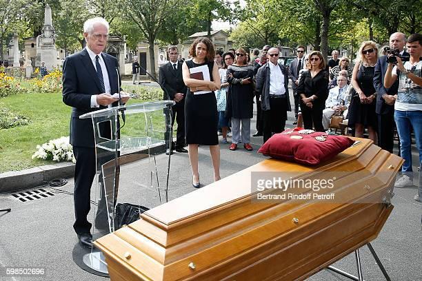 Lionel Jospin speaks during the Designer Sonia Rykiel's Funerals at Cimetiere du Montparnasse on September 1 2016 in Paris France