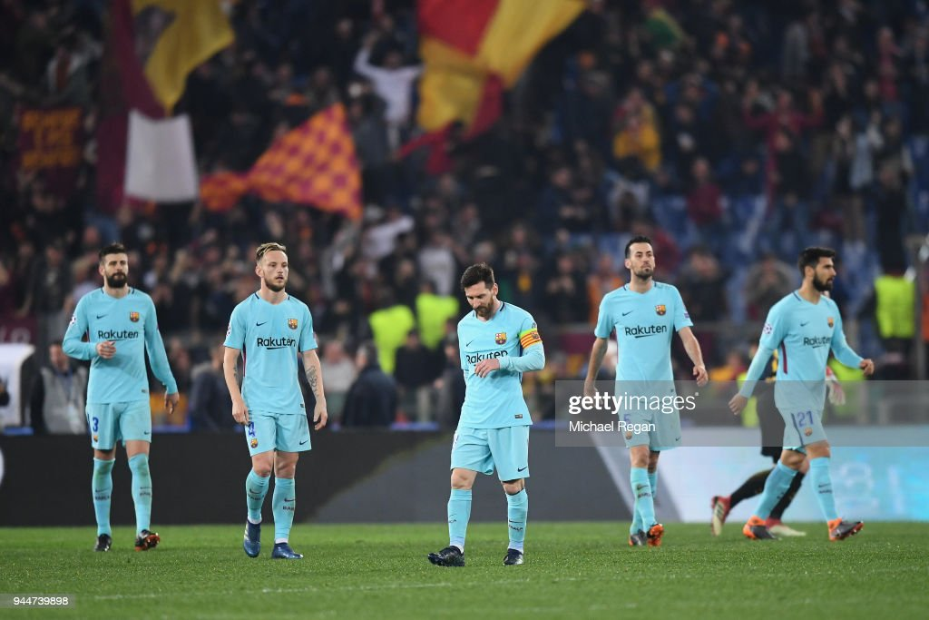 Lionel Messi and team mates look dejected after Roma's third goal the UEFA Champions League Quarter Final Second Leg match between AS Roma and FC Barcelona at Stadio Olimpico on April 10, 2018 in Rome, Italy.