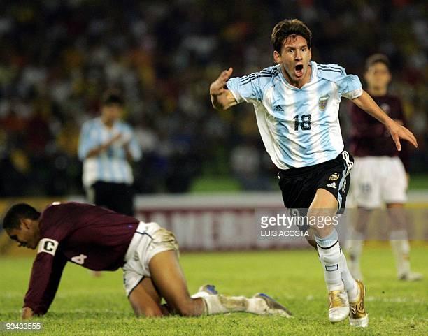 Lionel Messi del seleccionado de Argentina celebra su gol ante Venezuela durante el juego inaugural del campeonato Sudamericano Sub 20 que se disputa...