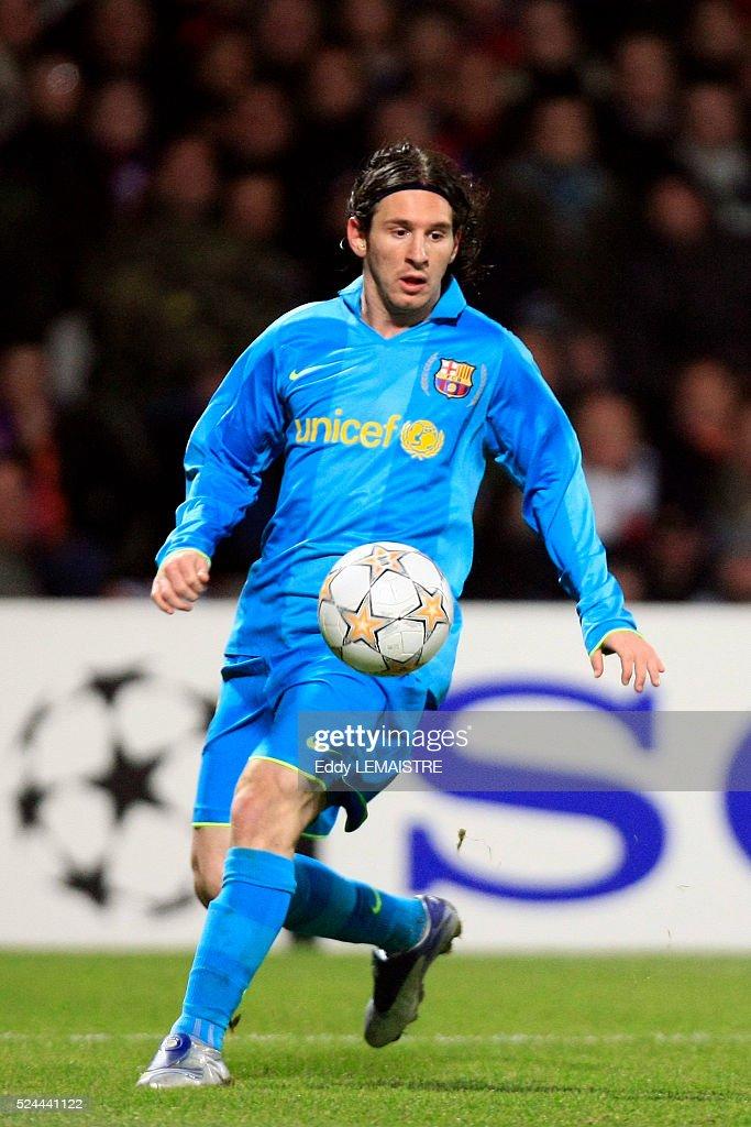 Soccer - Champions League - Olympique Lyonnais vs. FC Barcelona : News Photo