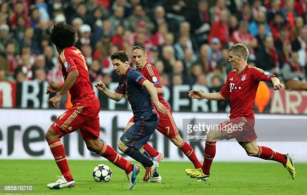 Lionel Messi FC Barcelona gegen Bastian SCHWEINSTEIGER FC Bayern München w und Franck RIBERY FC Bayern München Fussball Championsleague Halbfinale FC...