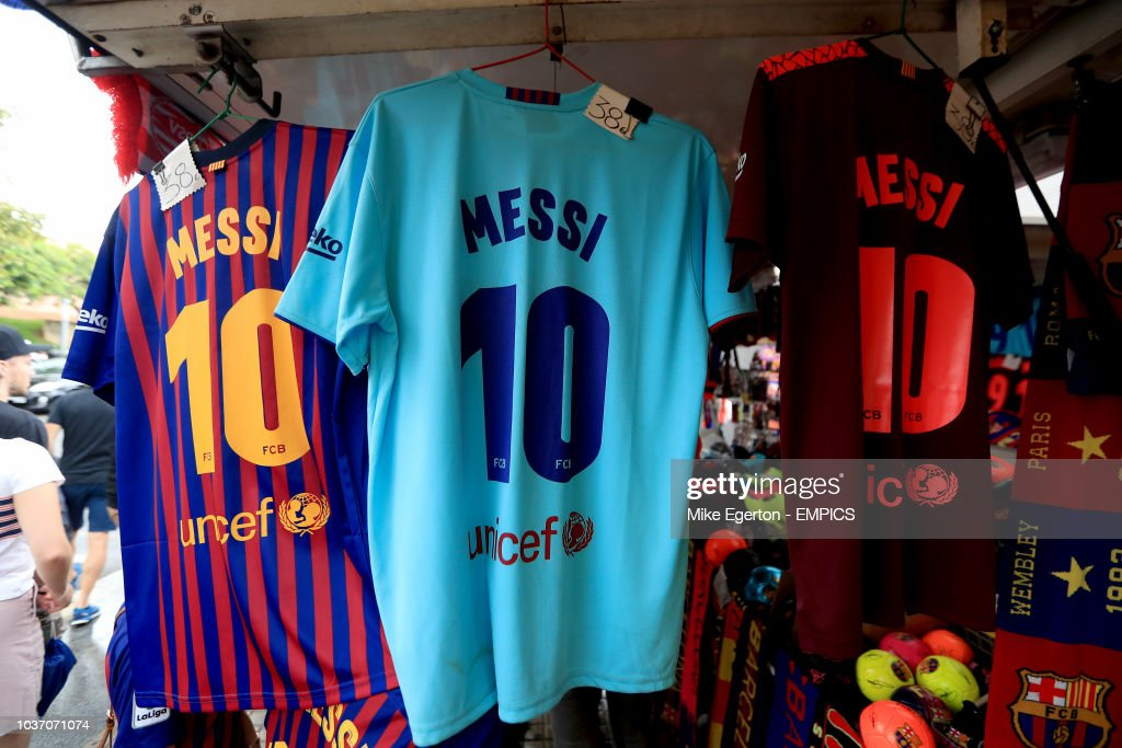 wholesale dealer d321b d1491 Lionel Messi merchandise for sale Barcelona v PSV Eindhoven ...