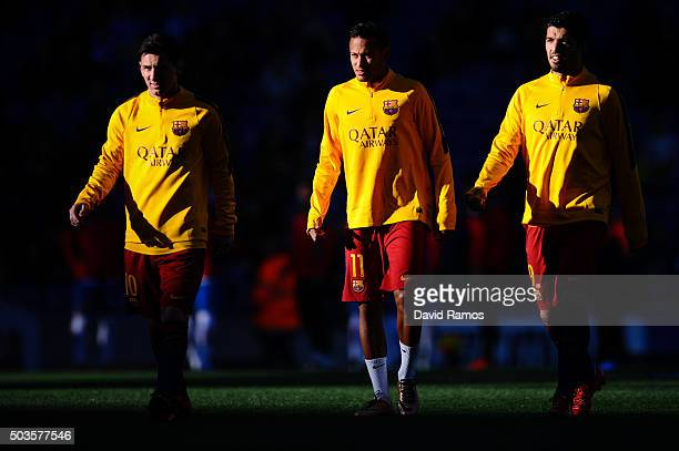Lionel Messi Neymar and Luis Suarez of FC Barcelona chat during the warm up prior to the La Liga match between RCD Espanyol and FC Barcelona at...