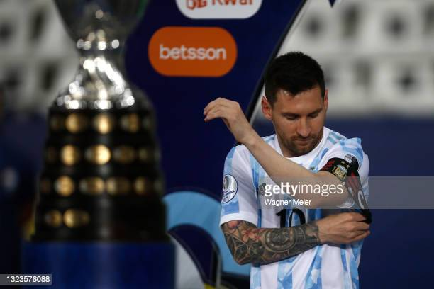 Lionel Messi of Argentina adjusts his captain's armband before a Group A match between Argentina and Chile at Estadio Olímpico Nilton Santos as part...