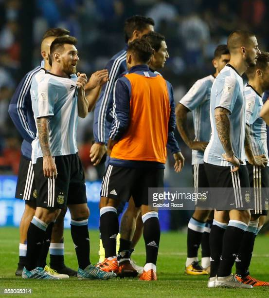 Lionel Messi of Argentina and teammates look dejected after a match between Argentina and Peru as part of FIFA 2018 World Cup Qualifiers at Estadio...