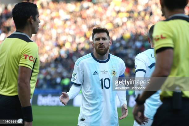 Lionel Messi of Argentina argues after being sent off during the Copa America Brazil 2019 Third Place match between Argentina and Chile at Arena...