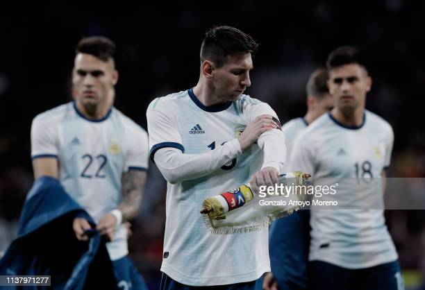 Lionel Messi of Argentina attaches the captain´s armband prior to start the International Friendly match between Argentina and Venezuela at Estadio...