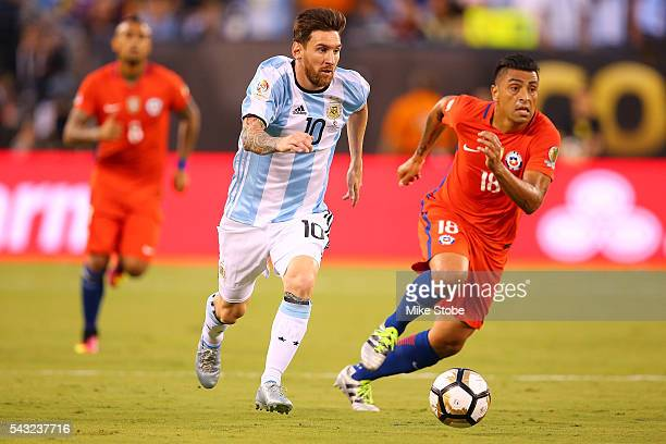 Lionel Messi of Argentina carrie sthe ball against Chile during the Copa America Centenario Championship match at MetLife Stadium on June 26 2016 in...