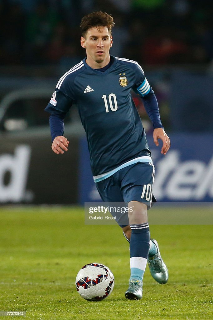 Lionel Messi of Argentina drives the ball during the 2015 ...