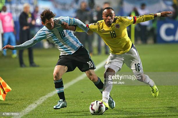Lionel Messi of Argentina fights for the ball with Camilo Zuñiga of Colombia during the 2015 Copa America Chile quarter final match between Argentina...