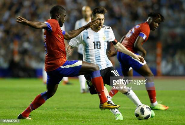 Lionel Messi of Argentina fights for the ball with Carlens Arcus of Haiti during an international friendly match between Argentina and Haiti at...