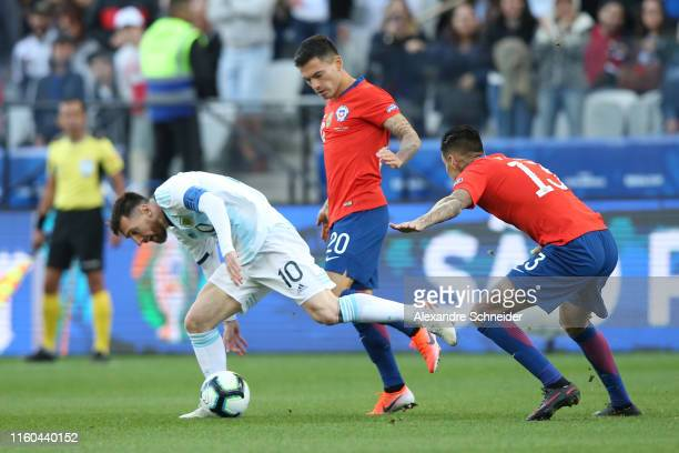 Lionel Messi of Argentina fights for the ball with Charles Aranguiz and Erick Pulgar of Chile during the Copa America Brazil 2019 Third Place match...