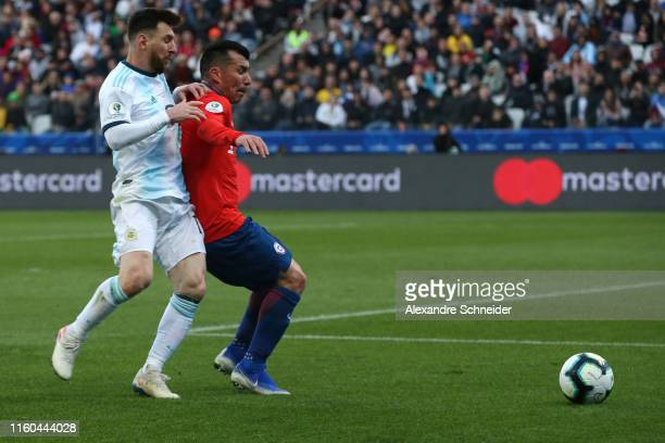 Lionel Messi of Argentina fights for the ball with Gary Medel of Chile during the Copa America Brazil 2019 Third Place match between Argentina and...