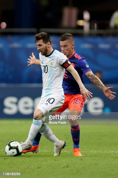 Lionel Messi of Argentina fights for the ball with Mateus Uribe of Colombia during the Copa America Brazil 2019 group B match between Argentina and...
