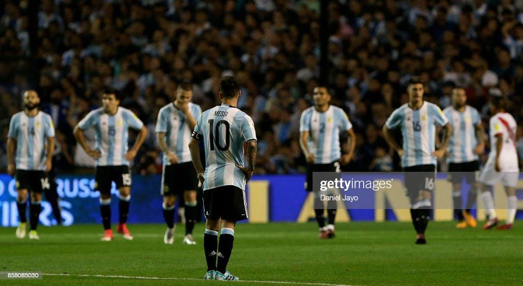 Argentina v Peru - FIFA 2018 World Cup Qualifiers : News Photo