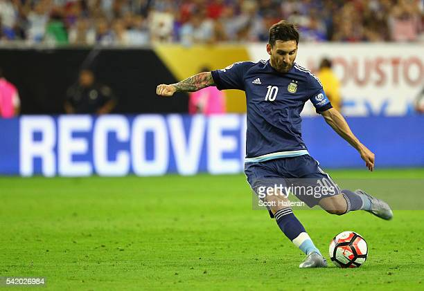 Lionel Messi of Argentina scores a goal on a free kick in the first half against the United States during a 2016 Copa America Centenario Semifinal...