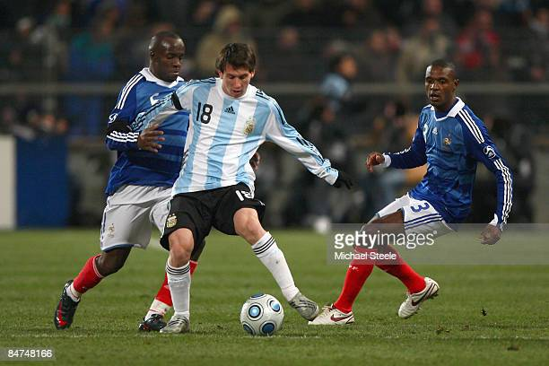 Lionel Messi of Argentina tussles with Lassana Diarra and Eric Adibal during the International Friendly match between France and Argentina at the...