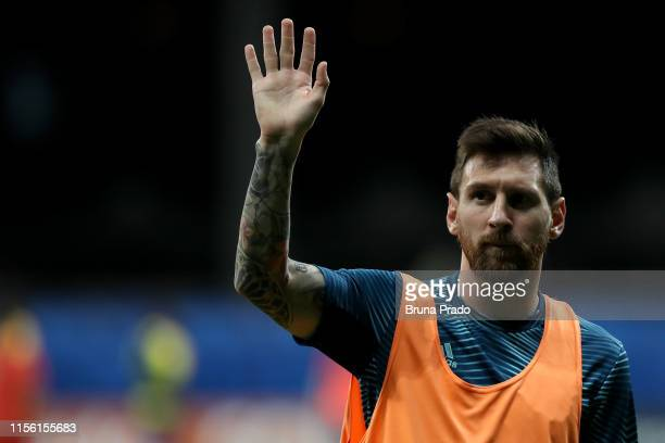 Lionel Messi of Argentina waves to the fans prior to the Copa America Brazil 2019 group B match between Argentina and Colombia at Arena Fonte Nova on...