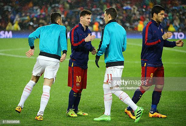 Lionel Messi of Barcelona and Mesut Ozil of Arsenal shake hands prior to the UEFA Champions League round of 16 second Leg match between FC Barcelona...