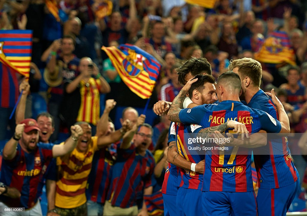 Lionel Messi of Barcelona celebrates scoring his team's first goal with his team mates during the Copa Del Rey Final match between FC Barcelona and Deportivo Alaves at Vicente Calderon stadium on May 27, 2017 in Madrid, Spain.