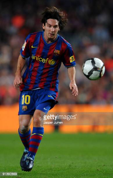 Lionel Messi of Barcelona controls the ball during the La Liga match between Barcelona and Almeria at the Camp Nou Stadium on October 3, 2009 in...