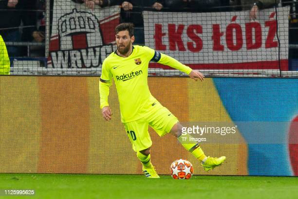 Lionel Messi of Barcelona controls the ball during the UEFA Champions League Round of 16 First Leg match between Olympique Lyonnais and FC Barcelona...