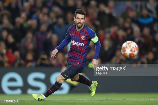 Lionel Messi of Barcelona controls the ball during the UEFA Champions League Round of 16 Second Leg match between FC Barcelona and Olympique Lyonnais...