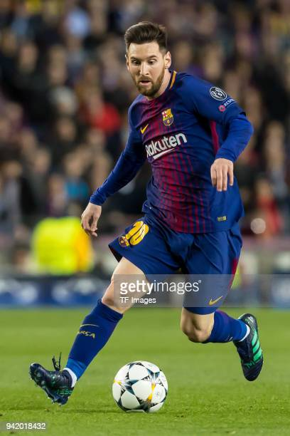 Lionel Messi of Barcelona controls the ball during the UEFA Champions League QuarterFinal first leg match between FC Barcelona and AS Roma at Camp...