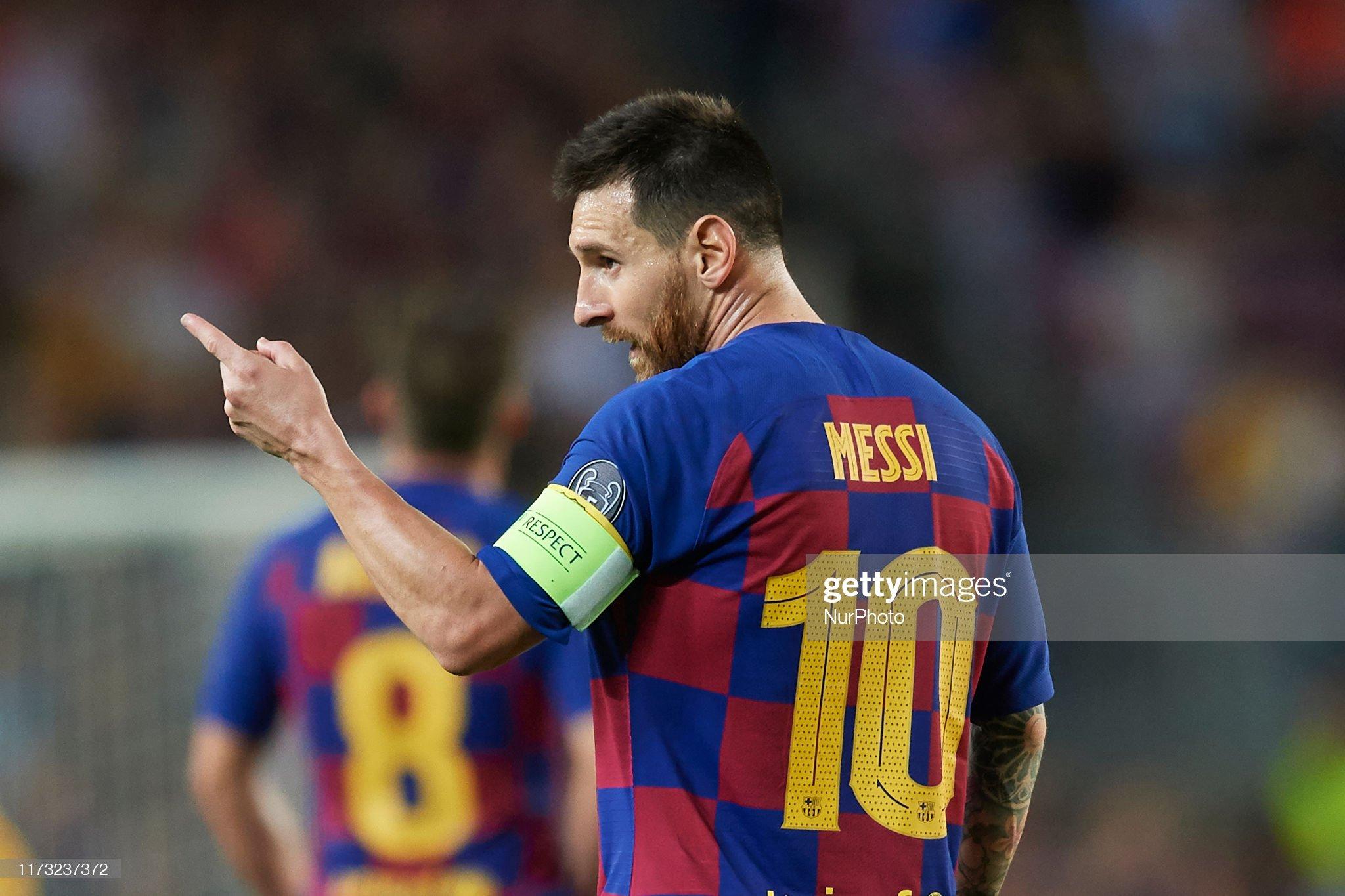 صور مباراة : برشلونة - إنتر 2-1 ( 02-10-2019 )  Lionel-messi-of-barcelona-gives-instructions-during-the-uefa-league-picture-id1173237372?s=2048x2048
