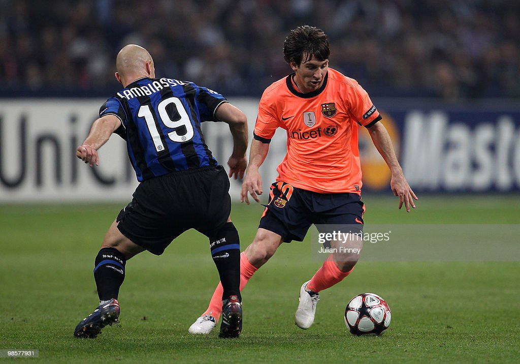 Lionel Messi of Barcelona (R) goes past Esteban Cambiasso of Inter during the UEFA Champions League Semi Final 1st Leg match between Inter Milan and Barcelona at the San Siro on April 20, 2010 in Milan, Italy.