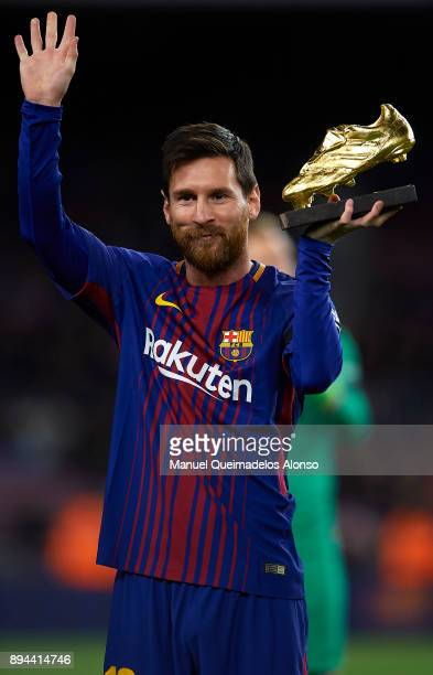 Lionel Messi of Barcelona holds the Golden Boot trophy prior to the La Liga match between Barcelona and Deportivo de La Coruna at Camp Nou on...
