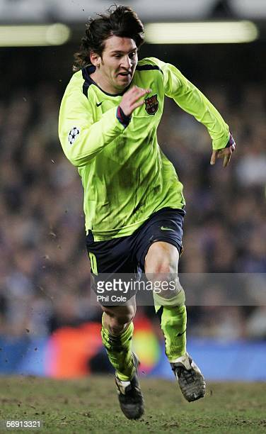 Lionel Messi of Barcelona in action during the UEFA Champions League Round of 16 First Leg match between Chelsea and Barcelona at Stamford Bridge on...