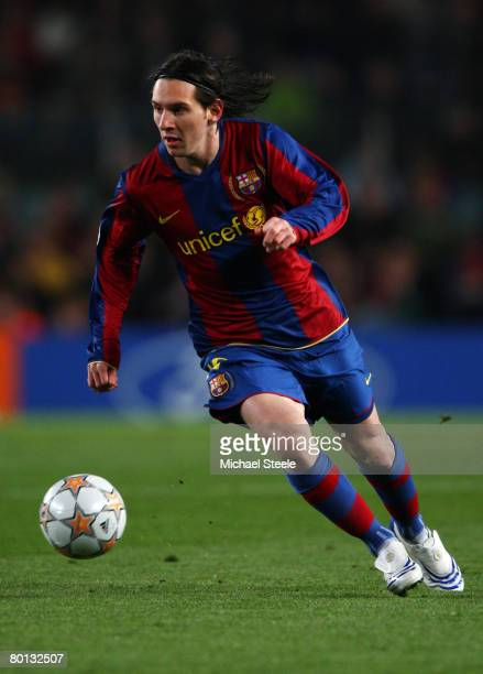 Lionel Messi of Barcelona in action during the UEFA Champions League 2nd leg of the First knockout round match between FC Barcelona and Celtic at the...