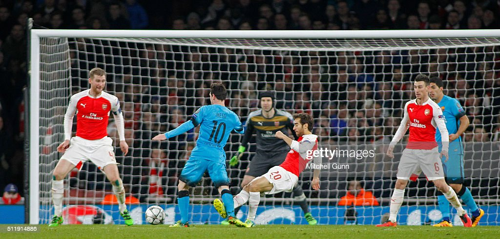 Arsenal FC v FC Barcelona - UEFA Champions League Round of 16: First Leg : News Photo