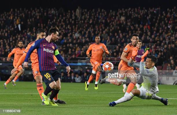 Lionel Messi of Barcelona misses shoots past Mathieu Gorgelin of Olympique Lyonnais during the UEFA Champions League Round of 16 Second Leg match...