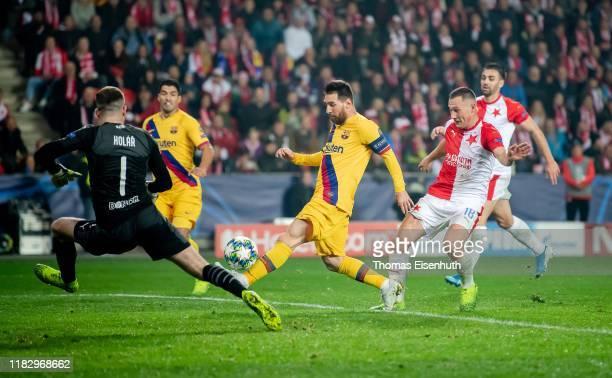Lionel Messi of Barcelona misses to score past goalkeeper Ondrej Kolar and Jan Boril of Slavia Praha during the UEFA Champions League group F match...