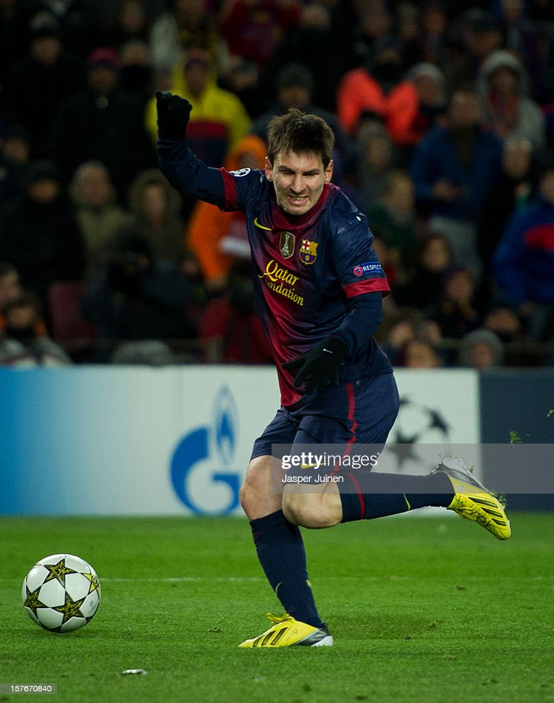 Lionel Messi of Barcelona reacts as he injures himself after passing by goalkeeper Artur of SL Benfica during the UEFA Champions League Group G match between FC Barcelona and SL Benfica at the Camp Nou stadium on December 5, 2012 in Barcelona, Spain. Messi was taken off the pitch.