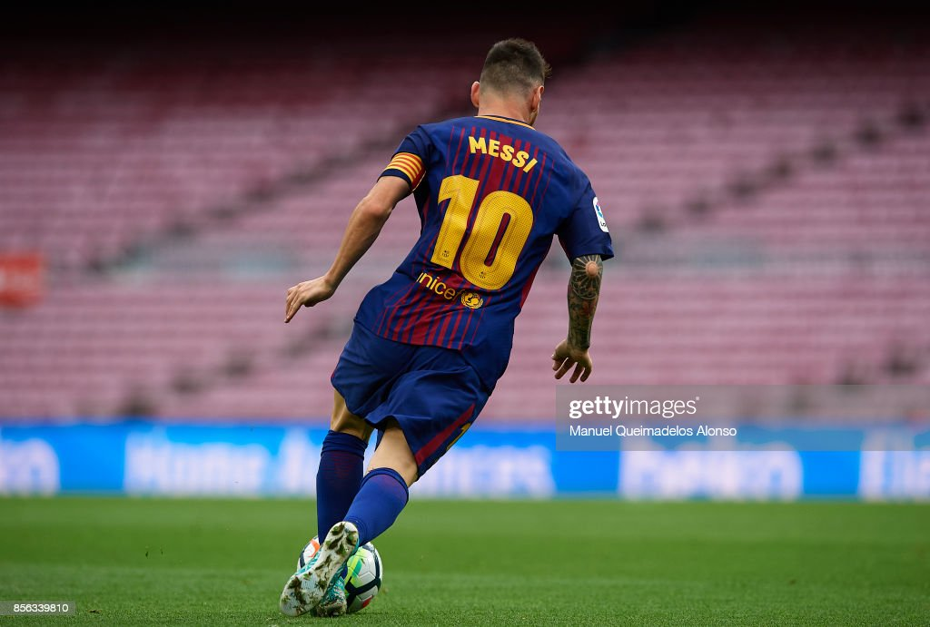 Lionel Messi of Barcelona runs with the ball during the La Liga match between Barcelona and Las Palmas at Camp Nou on October 1, 2017 in Barcelona, Spain.
