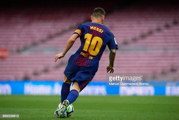 Lionel Messi of Barcelona runs with the ball during the La Liga match between Barcelona and Las Palmas at Camp Nou on October 1 2017 in Barcelona...