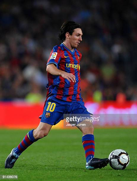 Lionel Messi of Barcelona runs with the ball during the La Liga match between Barcelona and Almeria at the Camp Nou Stadium on October 3, 2009 in...