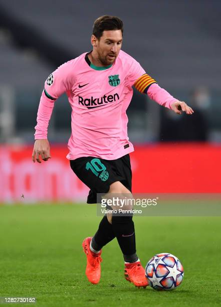 Lionel Messi of Barcelona runs with the ball during the UEFA Champions League Group G stage match between Juventus and FC Barcelona at Juventus...