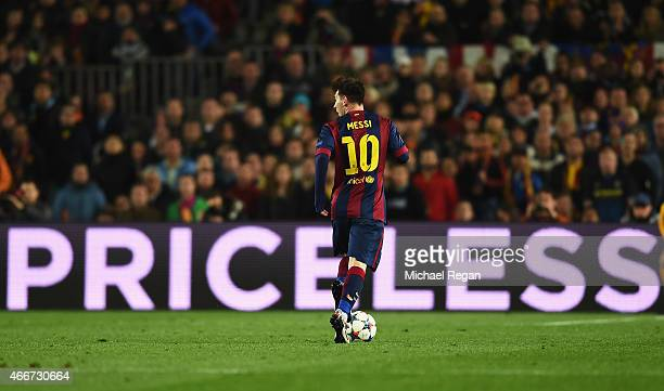 Lionel Messi of Barcelona runs with the ball during the UEFA Champions League Round of 16 second leg match between Barcelona and Manchester City at...