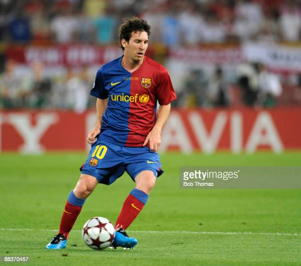 Lionel Messi of Barcelona runs with the ball during the UEFA Champions League Final match between Barcelona and Manchester United at the Stadio...