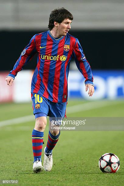 Lionel Messi of Barcelona runs with the ball during the UEFA Champions League round of sixteen first leg match between VfB Stuttgart and FC Barcelona...