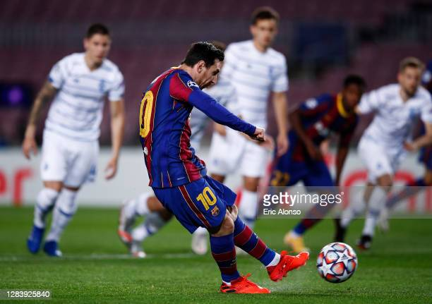 Lionel Messi of Barcelona scores his sides first goal from the penalty spot during the UEFA Champions League Group G stage match between FC Barcelona...