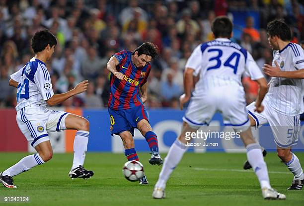 Lionel Messi of Barcelona scores his sides opening goal past Leandro Almeida Yevgen Khacheridi and Ognjen Vukojevic of Dynamo Kiev during the...